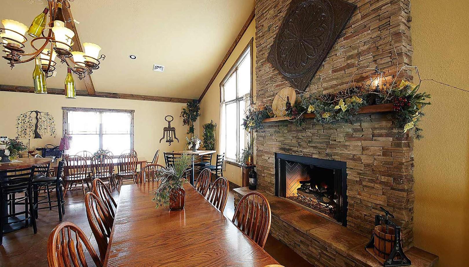 willow-ridge-winery-tasting-room-lakewood-il-1920-1080
